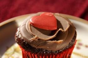 09_05_14-valentine-s-day-cake_web